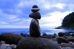 石花無苔作・飛行石を探して。真鶴半島、番場浦の石。(「今夜は、石が騒ぐ」と云ったのは『天空の城ラピュタ』山師のおじいさん。飛行石を使うと石花はどうなるだろうねえ。('ω'))
